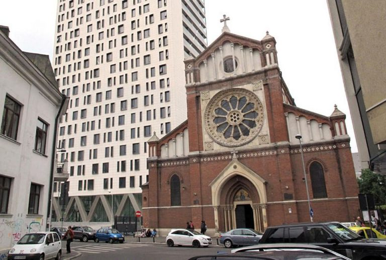 Gabriela Firea se spala pe maini de Cathedral Plaza: Nu e treaba primariei sa o demoleze!
