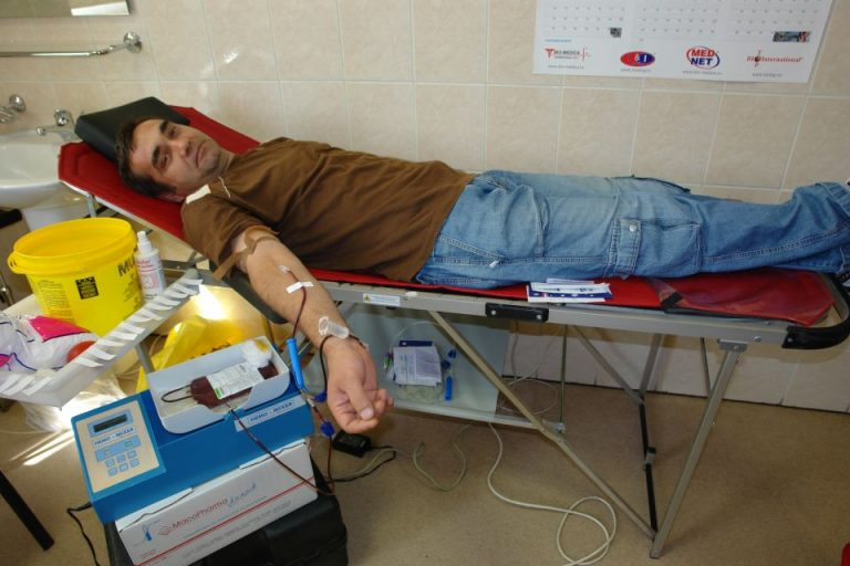 Mergeti si DONATI SANGE! Centrul de Transfuzie are un DEFICIT ACUT!