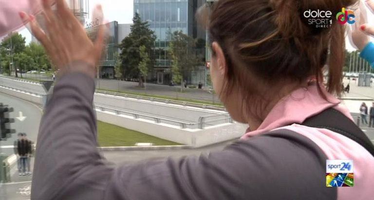 VIDEO – Fetele de la CSM Bucuresti s-au plimbat prin Capitala cu un autocar descoperit!