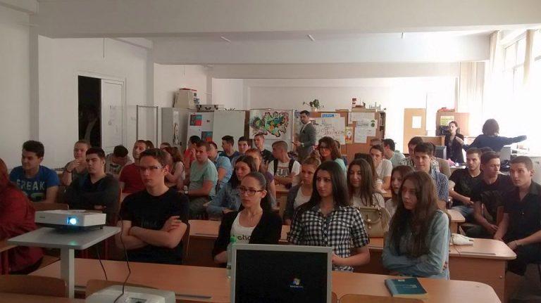 Situatie INCREDIBILA la un liceu din Bucuresti: Elevilor le-a fost INTERZIS sa sune la 112 daca apare o urgenta!