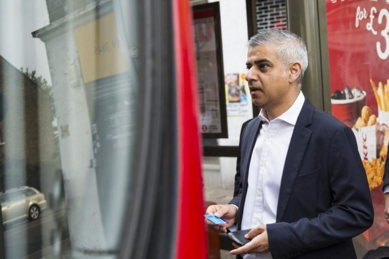 """In Londra candidatii au folosit cu succes """"metoda autobuzul""""! Bucurestenii de ce nu s-ar mobiliza la vot?"""