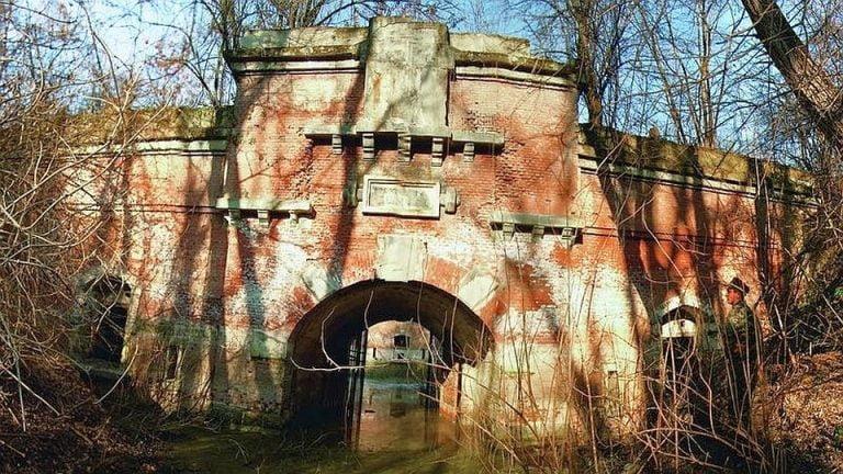 FOTO – Cetatea ascunsa a Bucurestiului! Orasul este inconjurat de un sistem de forturi ajuns ruina!