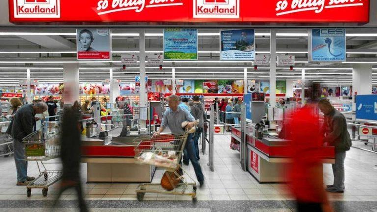 Kaufland arunca manusa catre Mega Image si creste salariul minim la peste 3600 de lei