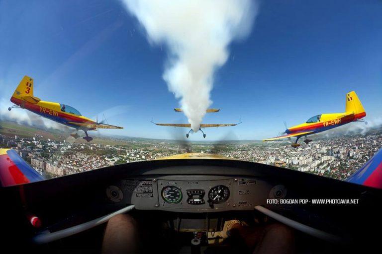Super spectacol pe cerul Bucurestiului! Peste 250 de piloti si parasutisti vor arata ce pot!