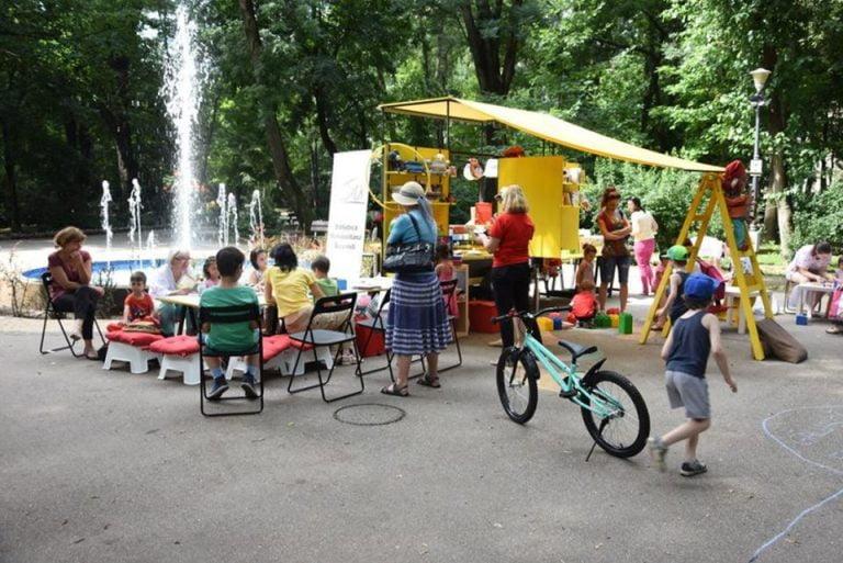 Caravana Povestilor ia la colindat parcurile Bucurestiului! Intrare LIBERA la toate activitatile!