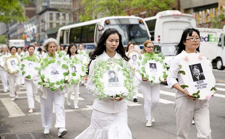 Protest in fata Ambasadei Chinei din Bucuresti IMPOTRIVA ATROCITATILOR comunistilor si a TRAFICULUI DE ORGANE!