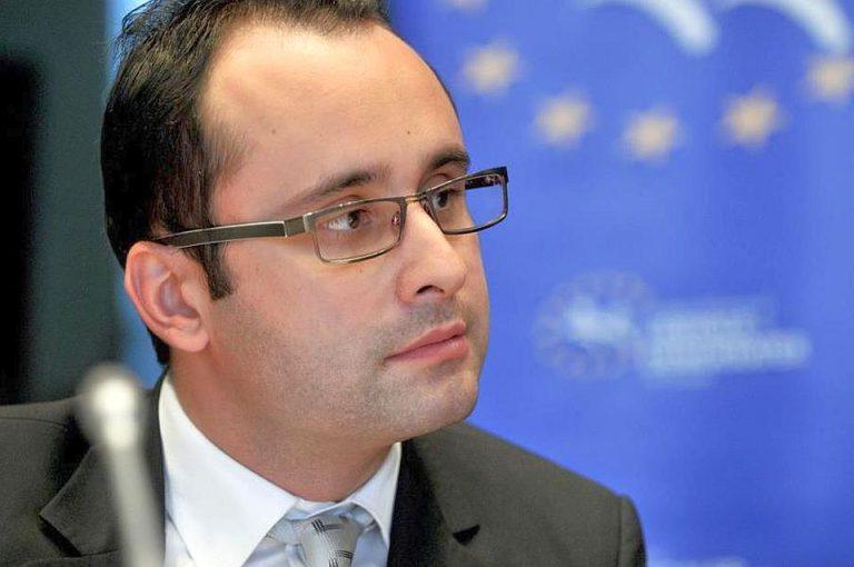 PNL Bucuresti a sesizat Comisia Europeana pentru blocarea aplicatiilor de taxi de catre Primaria Capitalei