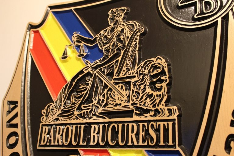 Trei avocati din Baroul Bucuresti trimisi in judecata pentru conflict de interese