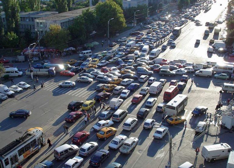 Firea promite ca Bucurestiul va avea benzi speciale pentru autobuze si taxiuri!