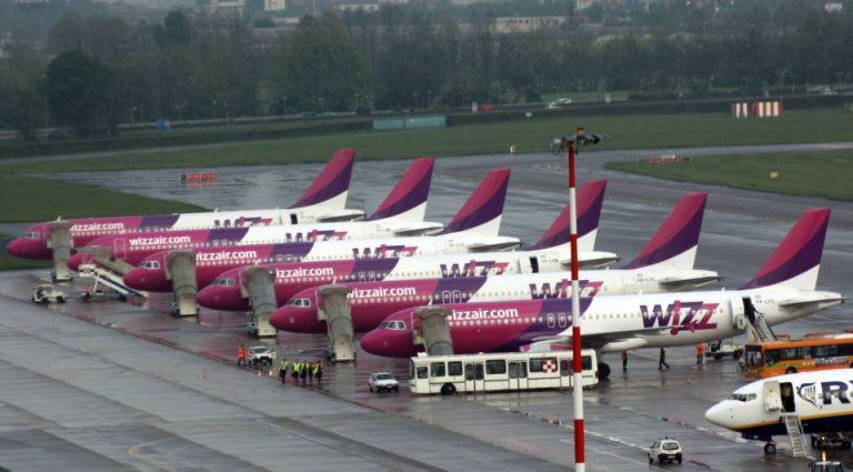 Acuzatii grave la adresa Wizz Air, pe Otopeni: cum sa pierzi avionul stand la coada de imbarcare!