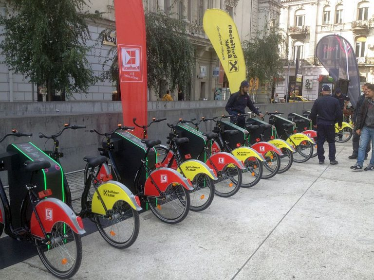 Primul sistem de bike-sharing din Bucuresti a fost inaugurat! Vezi cum functioneaza si cat de ieftin e sa mergi cu bicicleta!