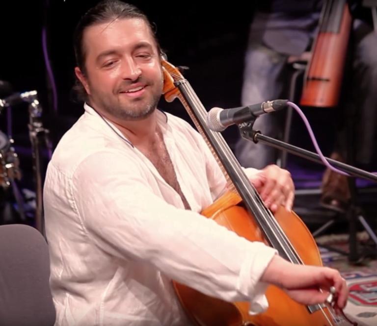 Marele violoncelist Adrian Naidin a SARIT DE LA ETAJUL casei din Bucuresti dupa ce i-au spart mascatii usa! Cautau DROGURI!