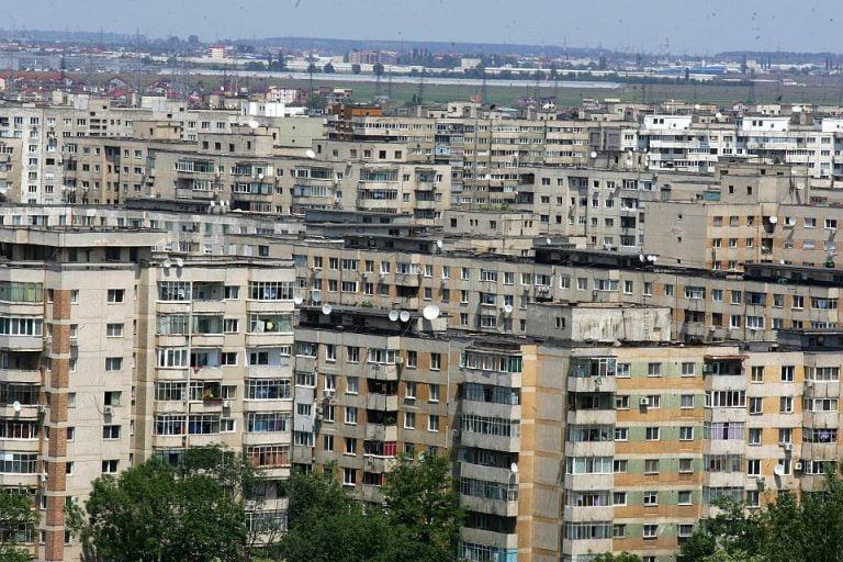 Ordin: Toate scarile de bloc din Romania vor avea dezinfectanti la intrare!