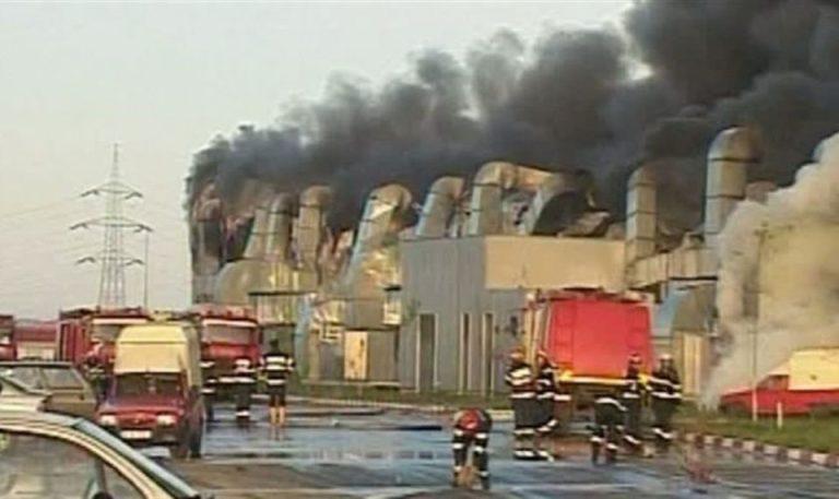 Incendiu de PROPORTII in Targul Vitan! Focul s-a extins la un restaurant!