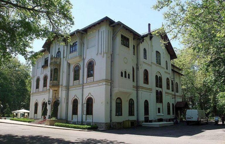 Palatul Stirbey a fost scos la VANZARE! Vezi ca costa o cladire emblematica a Bucurestiului!