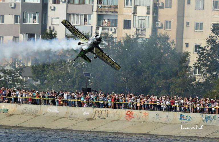 Spectacol pe cerul Bucurestiului! Show aeronautic deasupra Lacului Morii!