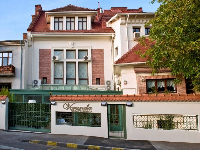 Una dintre cele mai frumoase case din Bucuresti a fost scosa la vanzare! Vezi cat cere pe ea!