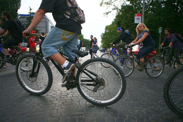 """Mai putin de 4% din bucuresteni merg cu bicicleta la lucru! """"Bucurestiul este un oras foarte poluat!"""""""