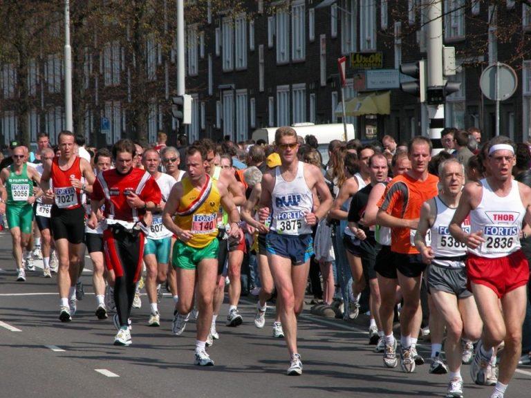 Peste 20.000 de alergatori, din 75 de tari, participa in week-end la Maratonul Bucuresti