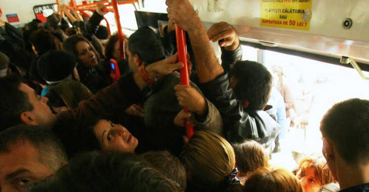 RATB-ul introduce spectacole gratuite in autobuze! Circ ambulant si scene GROTESTI!