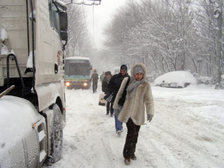 Primaria Capitalei vrea sa cumpere masini de topit zapada pentru la iarna