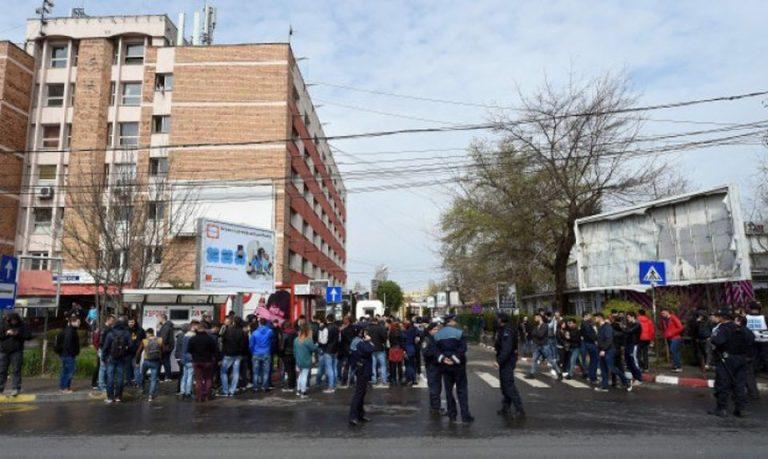 FOTO – Acte GRAVE de vandalism in Regie! Studentii au chemat de urgenta Politia!