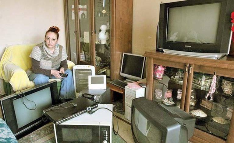 Toate sunt distruse! O bucuresteanca a ramas fara 16 aparate electrice din cauza unei pene de curent!