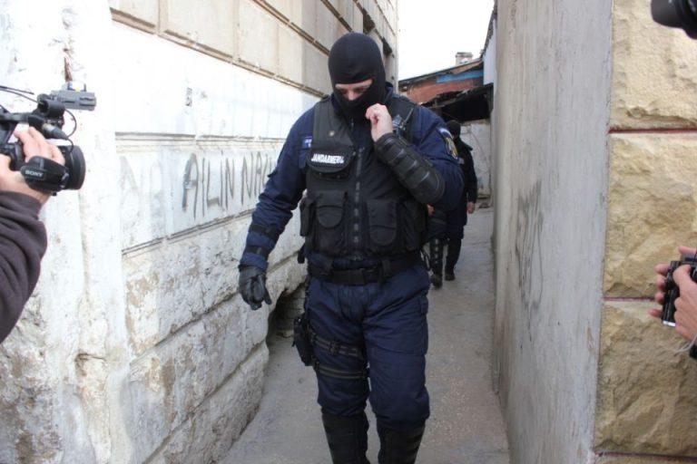 Ai programe piratate pe calculator? Politia tocmai a facut marti zeci de PERCHEZITII in Bucuresti pe aceasta tema!