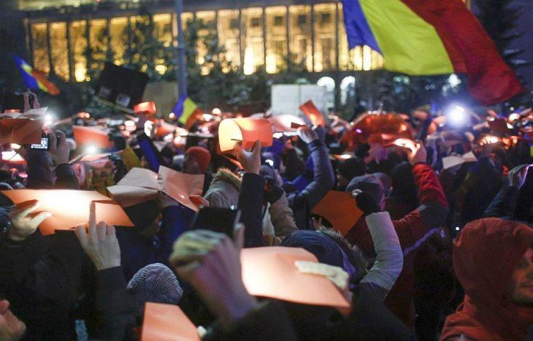 VIDEO – Impreuna la proteste pentru tot restul vietii! Eveniment inedit in Piata Victoriei, sub TRICOLORUL URIAS!