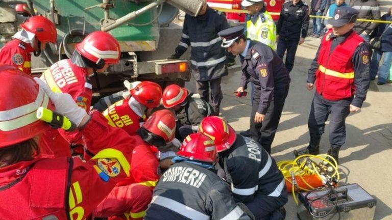 Accident TERIBIL in Bucuresti! Un barbat a RAMAS PRINS sub o betoniera, in urma impactului!