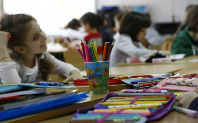 Elevii nu se vor intoarce in scoli pana dupa Pasti