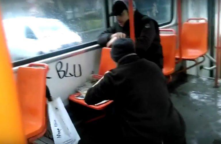 VIDEO – Calatoria cu RATB-ul a ajuns BATAIE DE JOC! Vezi ce se intampla in tramvaiul 24!