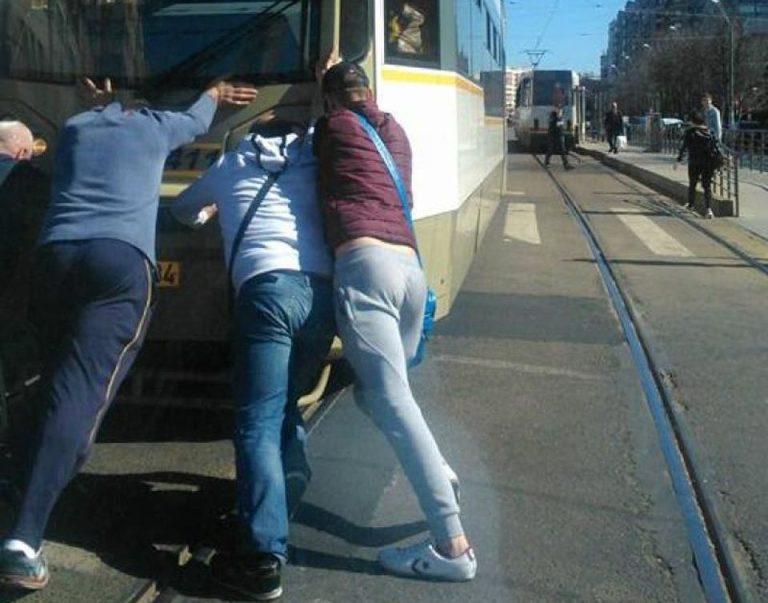 GALERIE FOTO – Asa arata transportul in comun in Bucurestiul Secolului XXI!