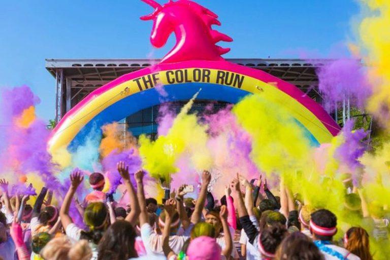 Cea mai colorata cursa pe strazile Bucurestiului are loc sambata – The Color Run!