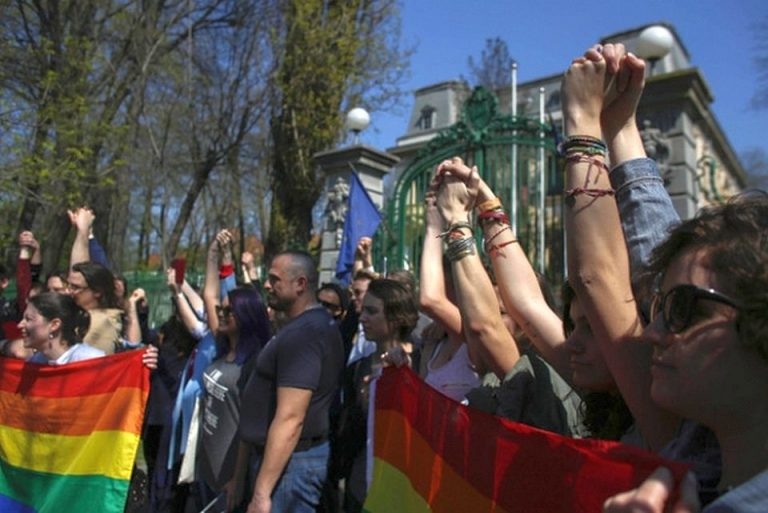 Ce coincidenta stranie: Mega mitingul PSD din Bucuresti se suprapune cu marsul pentru sustinerea homosexualilor!
