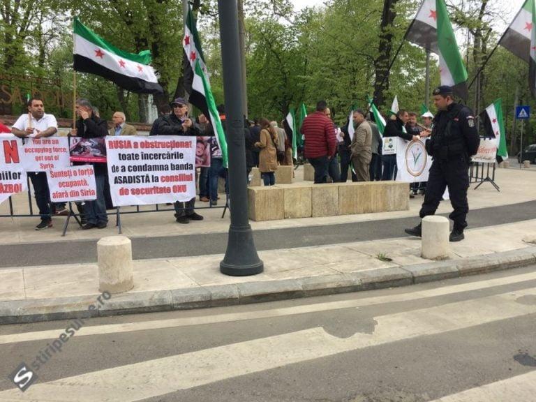 """Protest in fata Ambasadei Rusiei la Bucuresti! """"Afara din Siria!"""""""