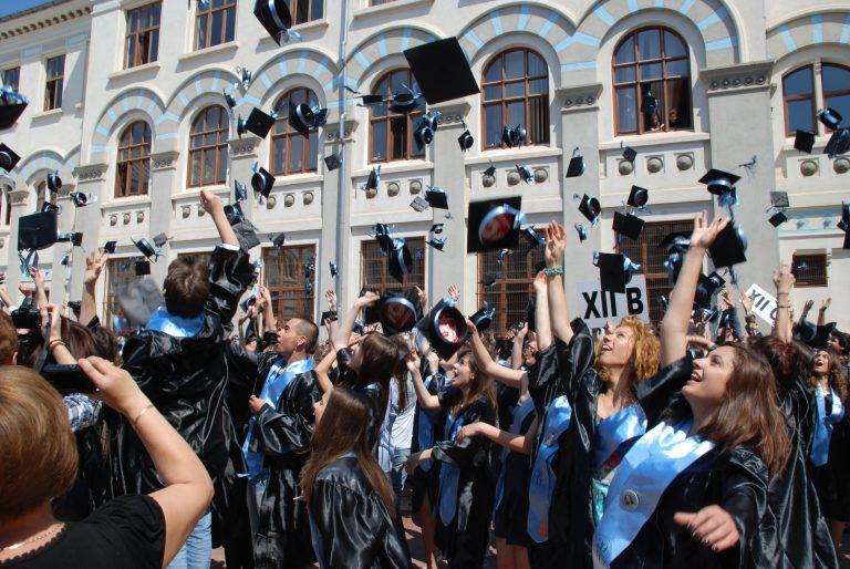 Elevii din liceele Bucurestiului se REVOLTA impotriva Gabrielei Firea! Primaria Capitalei a INTERZIS Parada Abasolventilor!