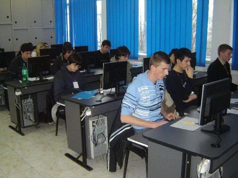 Pentru ca nu mai gaseste angajati in Bucuresti, o firma de IT lucreaza cu elevi de liceu din Moldova!
