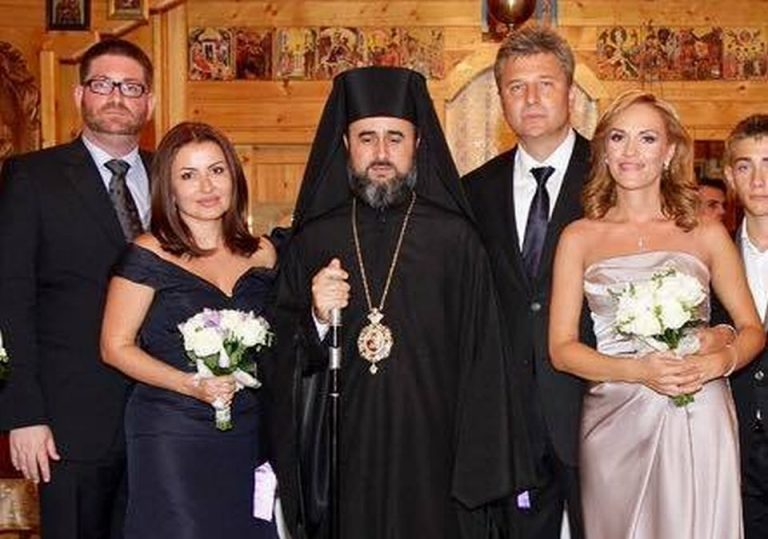 Biserica Romano-Catolica: Ii solicitam public Gabrielei Firea sa infirme faptul ca Daiana Voicu, managerul dezvoltatorului Cathedral Plaza, este nasa sa de la casatorie!