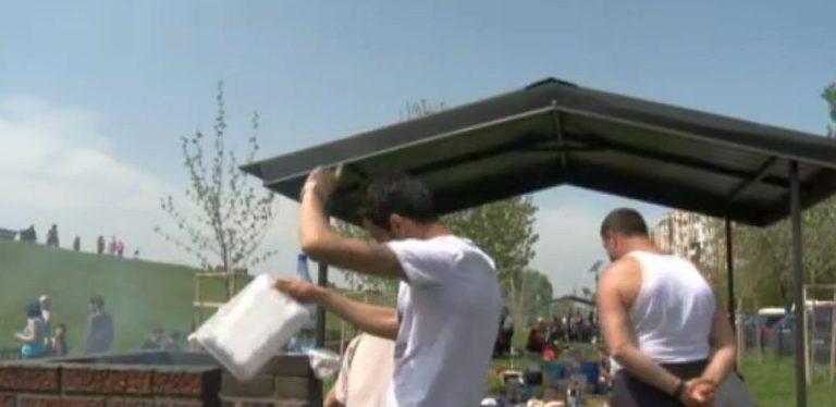 VIDEO – Au sfarait gratarele si au urlat manele prin cartierele Bucurestiului de 1 mai!