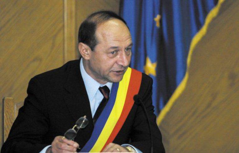 Zeus se intoarce! Acuzat ca a colaborat cu Securitatea, Basescu vrea din nou primar la Bucuresti!