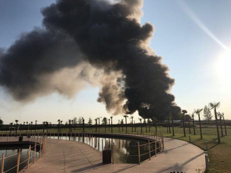 Incendiu URIAS la Balotesti! Arde un cunoscut depozit de mobila si pompierii nu reusesc sa potoleasca focul!