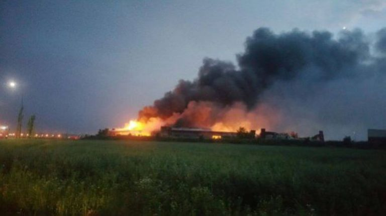 Incendiul de la Balotesti nu a fost stins nici dupa 12 ore!