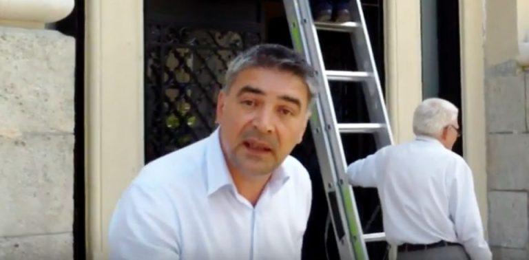 VIDEO – Incident in fata Primariei Capitalei intre un jurnalist care filma si un angajat al primariei!