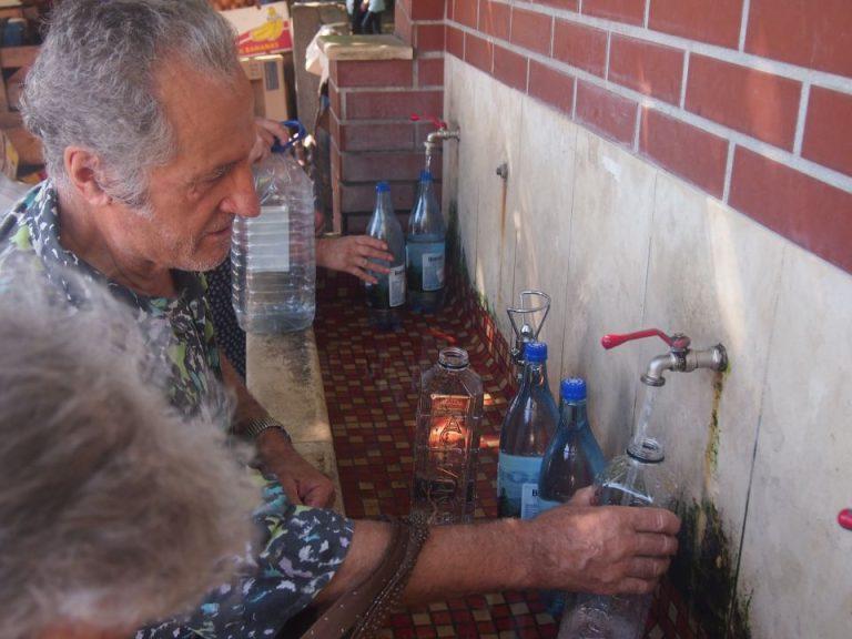 Firea mai bifeaza o problema grava a Bucurestiului: 50 de cismele noi