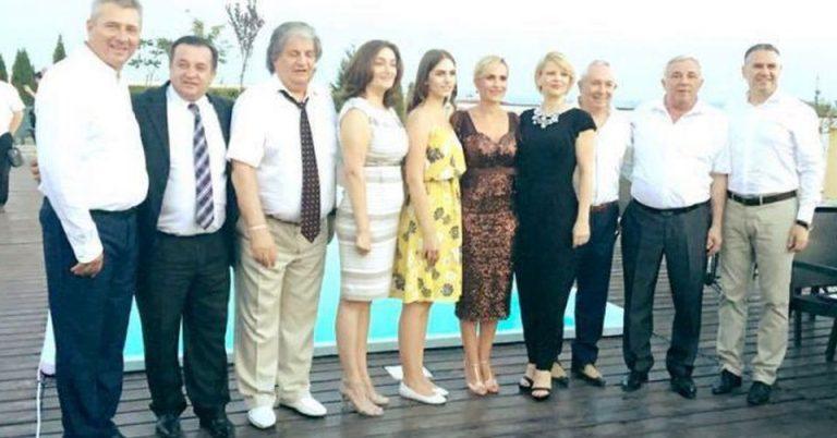 Gabriela Firea si Pandele au mers la nunta, in Lugoj, cu elicopterul! Drumurile sunt pentru fraieri…
