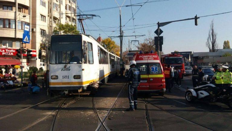 Accident intre doua tramvaie pe soseaua Valea Viilor. Patru oameni au ajuns la spital