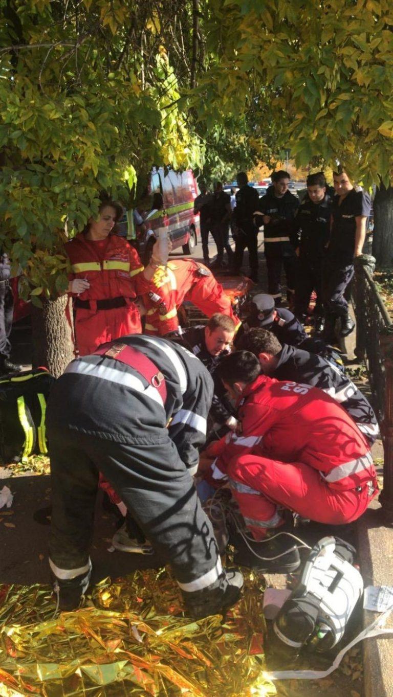 Accident grav in centrul Bucurestiului! Doua persoane au sarit cu masina in Dambovita, scafandrii cauta victimele!