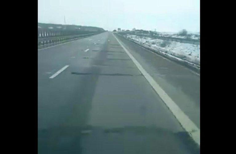 Video-Autostrada A2 s-a umplut de gropi. Soferii fac slalom