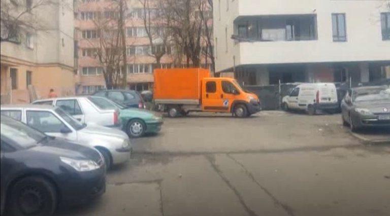 Angajari ai CNAIR pusi sa renoveze apartamente prin Bucuresti in timpul serviciului